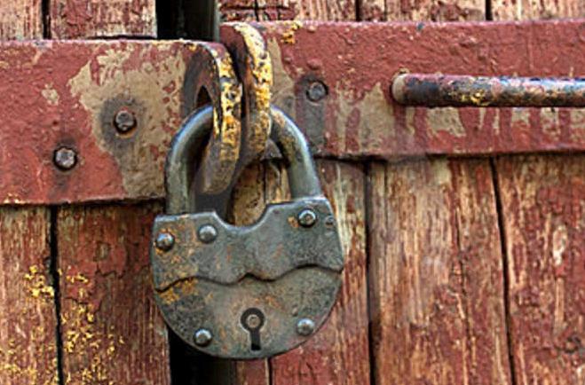 old-rusty-padlock-21203870